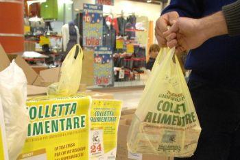 Pacchi alimentari: al via la distribuzione per i fiorentini in difficoltà