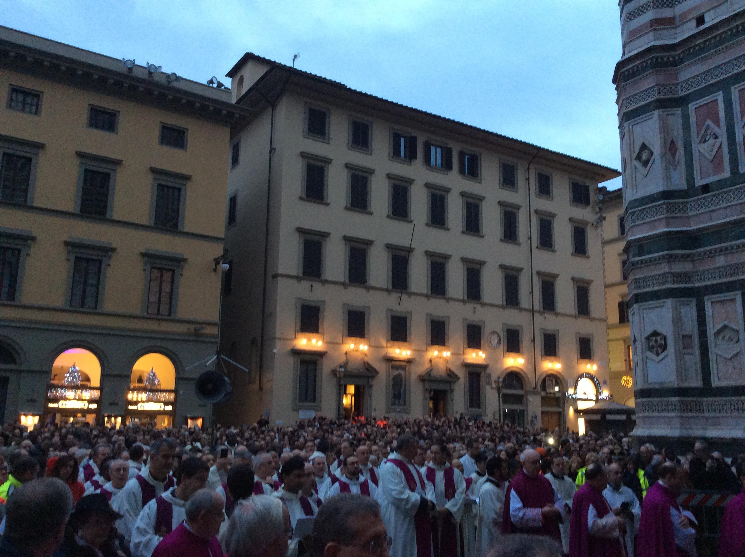 Aperta la porta santa a firenze 10mila persone solo nella - Immagini porta santa ...