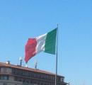 Nuova Bandiera Italiana sul pennone di Piazza Stazione