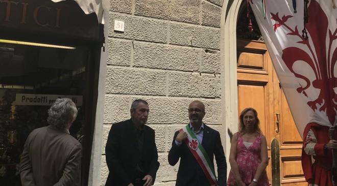 Via Ricasoli: una targa in ricordo di Mario Del Monaco sulla casa natale