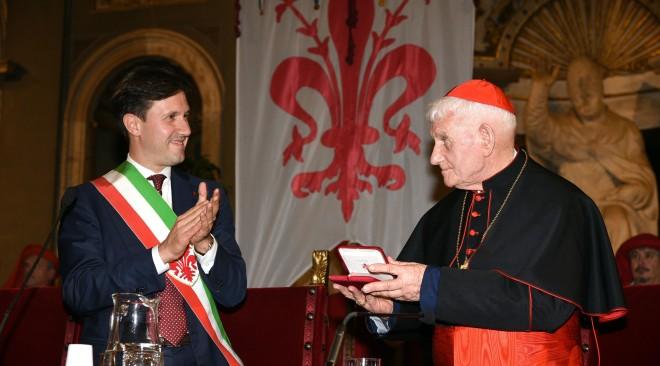 Il Sindaco Nardella consegna il Sigillo della Pace al Cardinale Ernest Simoni