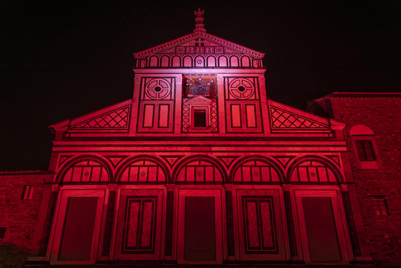 Nuova illuminazione a led e show colorati a firenze per la basilica