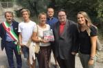 Consegna libro Gonfalone alla Famiglia Graziano Grazzini - Archivio Giornalista Franco Mariani (1)