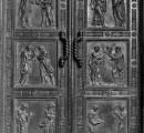 La Porta dei Martiri della Basilica di San Lorenzo in partenza per il restauro