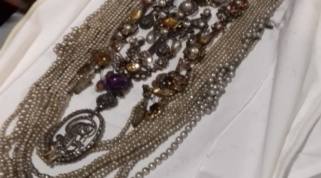Al via il restauro della Vergine della SS.ma Annunziata: rimossi i gioielli che adornano la Madonna