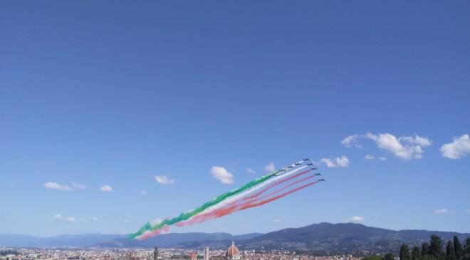 Festa a Firenze per il passaggio delle Frecce Tricolori