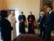 Cardinale Betori consegna a Papa Francesco la prima copia del Nuovo Testamento greco-latino-italiano da lui curata