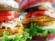Ai fiorentini tra i piatti vegani piacciono: burger di farro e pizza con la zucca